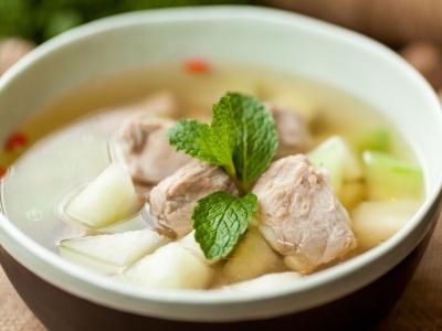 防暑止渴 试试红莲白果煲冬瓜汤