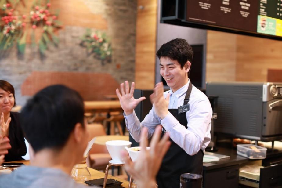 星巴克中国首家手语门店在广州开业