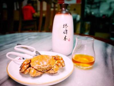"""饮一口黄酒 食一啖大闸蟹 """"联姻""""吃法才是秋冬绝配"""